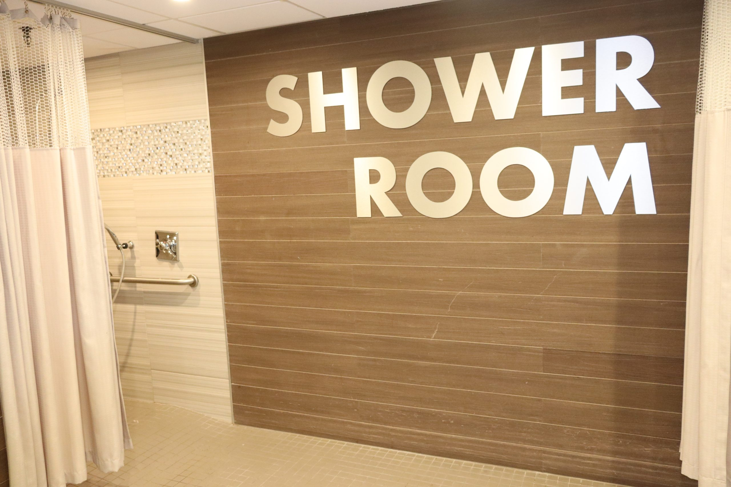 Sign leading to shower room